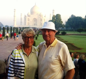 Ian & Gail in front of the Taj Mahal