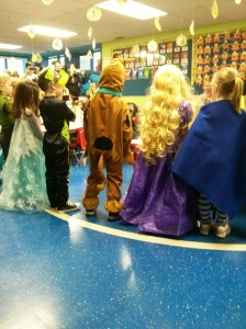Look at the Princesses hair ! Great costumes